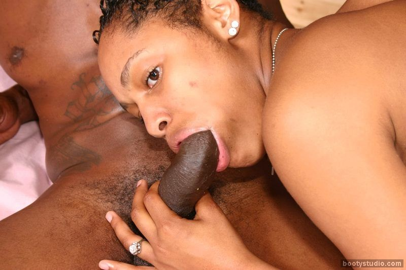 Sweet ebony oral sex