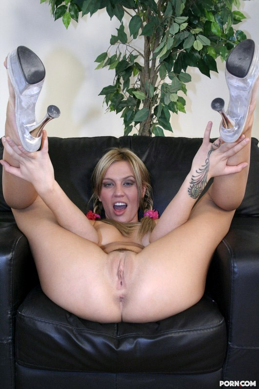 legs spread pussy showing