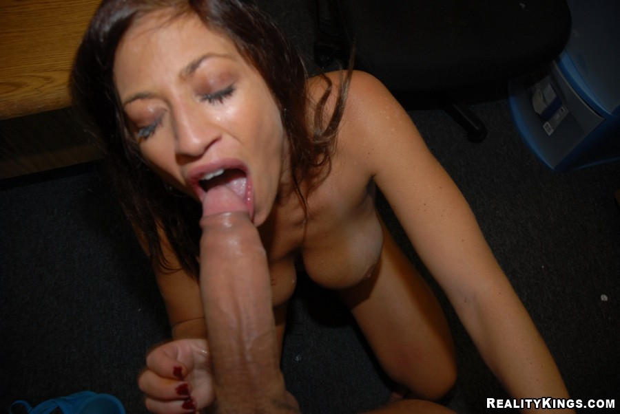 huge cock doesn't cause her to be afraid